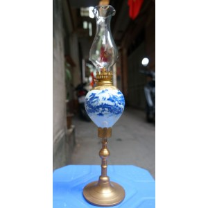 Đèn dầu thờ men lam cổ chân đồng vẽ tay phong cảnh DD24