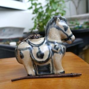Tẩu điếu mini giả cổ men rạn hình ngựa